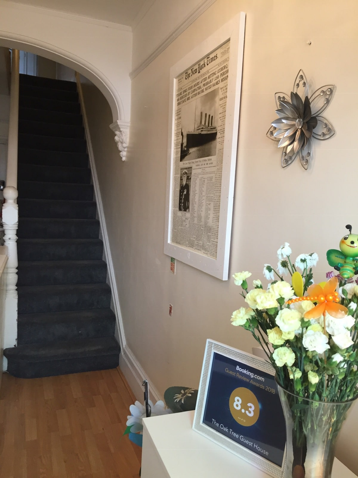Reception 2 - Accommodation In Farnborough - The Oak Tree Guest House